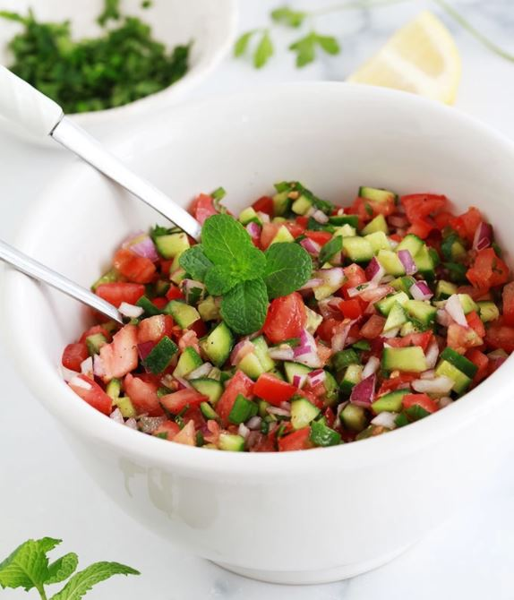 Salade relevée aux crudités d'été