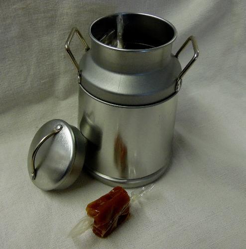 Pot à Lait Garni De 150g De Caramels Tendres