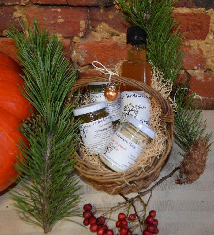 Coffret de Noël panier sirop-vin chaud-confiture-sel aux herbes