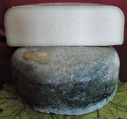 Le Comte d'Acremont (Pâte dure, type Raclette affiné 7 à 8 mois)