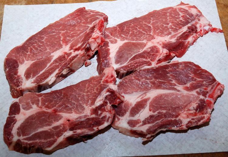 Côtes de porc Echine 800 g environ  1 lot de 4