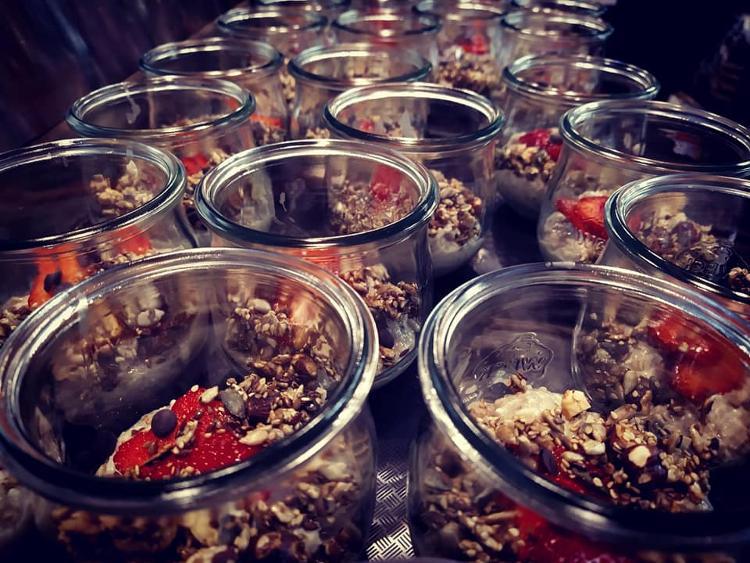Fruit bowl Granola