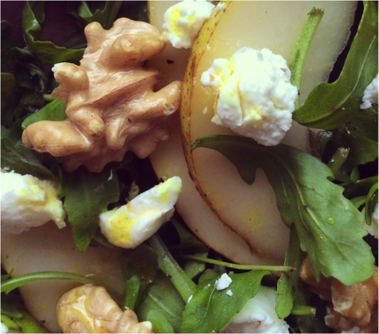 Salade de roquette au chèvre et aux noix