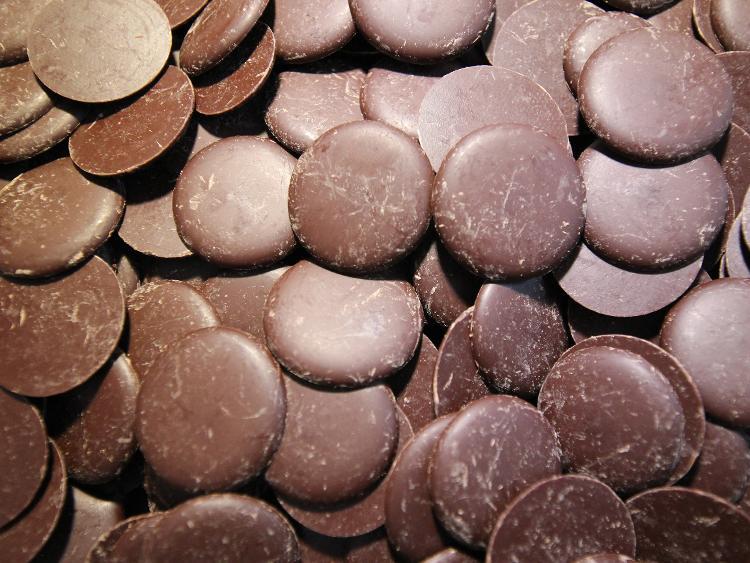 Palets de chocolat noir 74%
