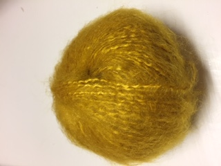 """Fils à tricoter gamme """"caresse""""couleur mangue"""