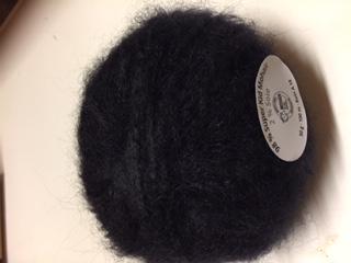 """Fils à tricoter gamme """"caresse"""" couleur noir"""