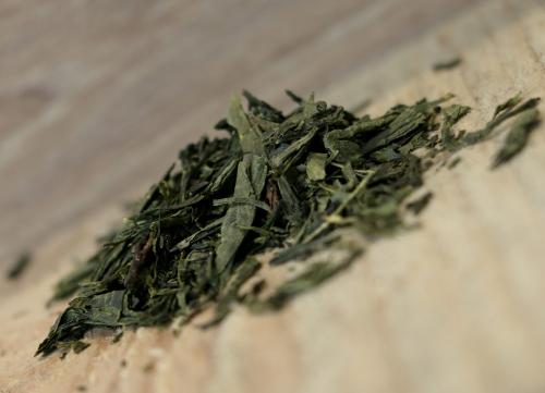 Thé Vert Sencha 100g (Chine, feuilles travaillées selon la méthode japonaise, tasse claire et arôme végétal)