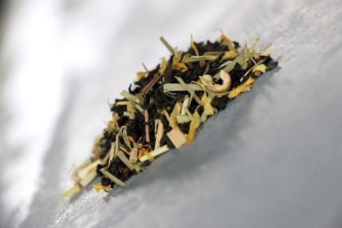 Thé Noir Sous le soleil exactement (Ceylan, Assam, ananas, citron vert, citronnelle, pomme, gingembre, fleurs de tournesols) 100g