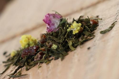 Thé Vert Bollywood (thé à la rose, agrémenté de morceaux de dattes et fleurs d'immortelle) 100g