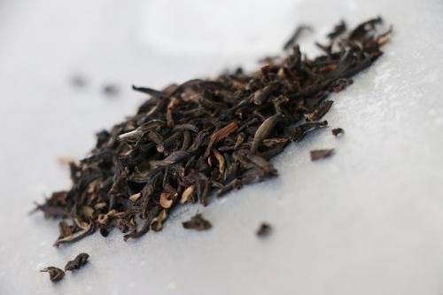 Thé Noir Chinois Yunnan (Golden Yunnan GFOP, thé rond aux notes de sous bois et de miel) 100g