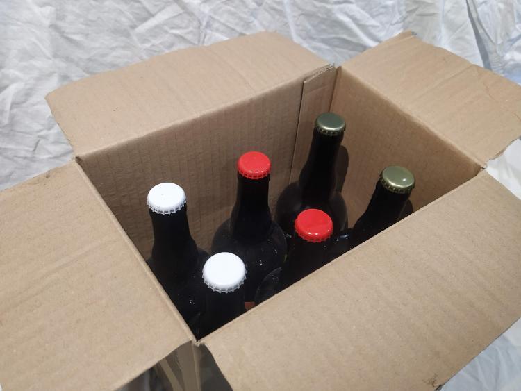X 6 Bières artisanales de style Irish Red Ale  Degré d'alcool 4°  75 cl