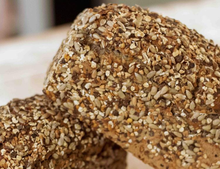 Le Nordique  500g moulé (farine t80 – farine de seigle – graines : lentilles germées, courge, chia, tournesol, flocons d'avoine, lin)