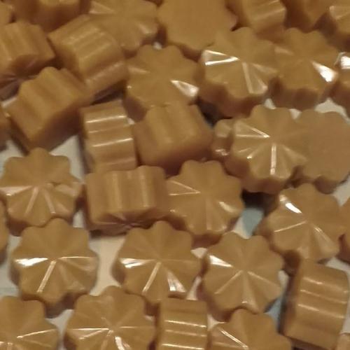 Pastilles de cire d'opercules pour la réalisation de produits cosmétiques.