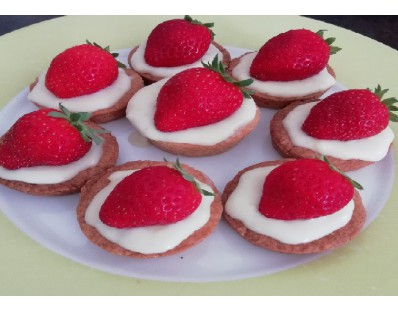 Tartelette aux fraises sur palet breton