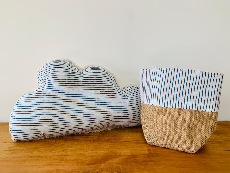 Coussin nuage peluche/rayures bleues