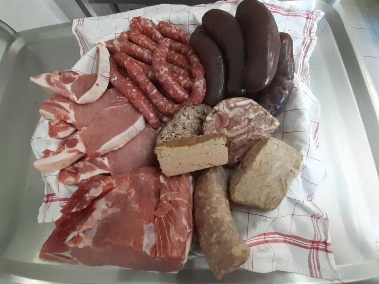 Colis 5 KG à 47¤ (1kg boudin noir, 1 kg roti, 1kg cotelettes, 1 kg saucisses, 250g saucisson à l'ail, 250g rillettes, 500g terrines) LA ROBINERIE