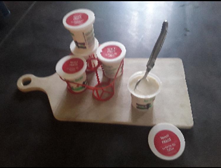 Panier de 4 yaourts au lait de vache FRAISE - La Ferme des Vallées