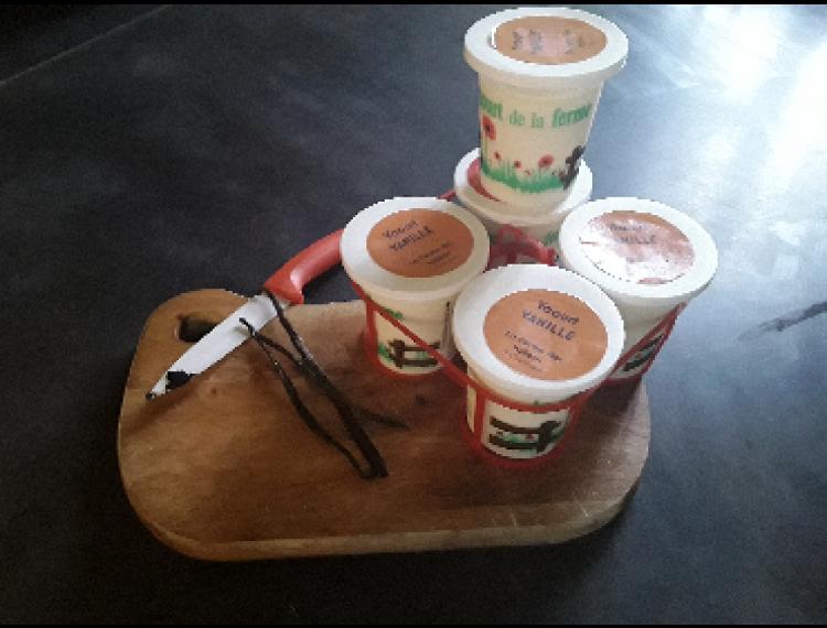 Panier de 4 yaourts au lait de vache VANILLE - La Ferme des Vallées